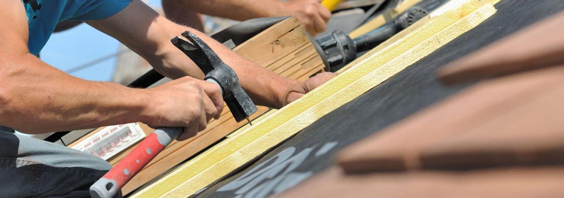 Services d'un artisan pour rénover sa toiture